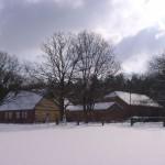 k-Hof v Feld im Winter